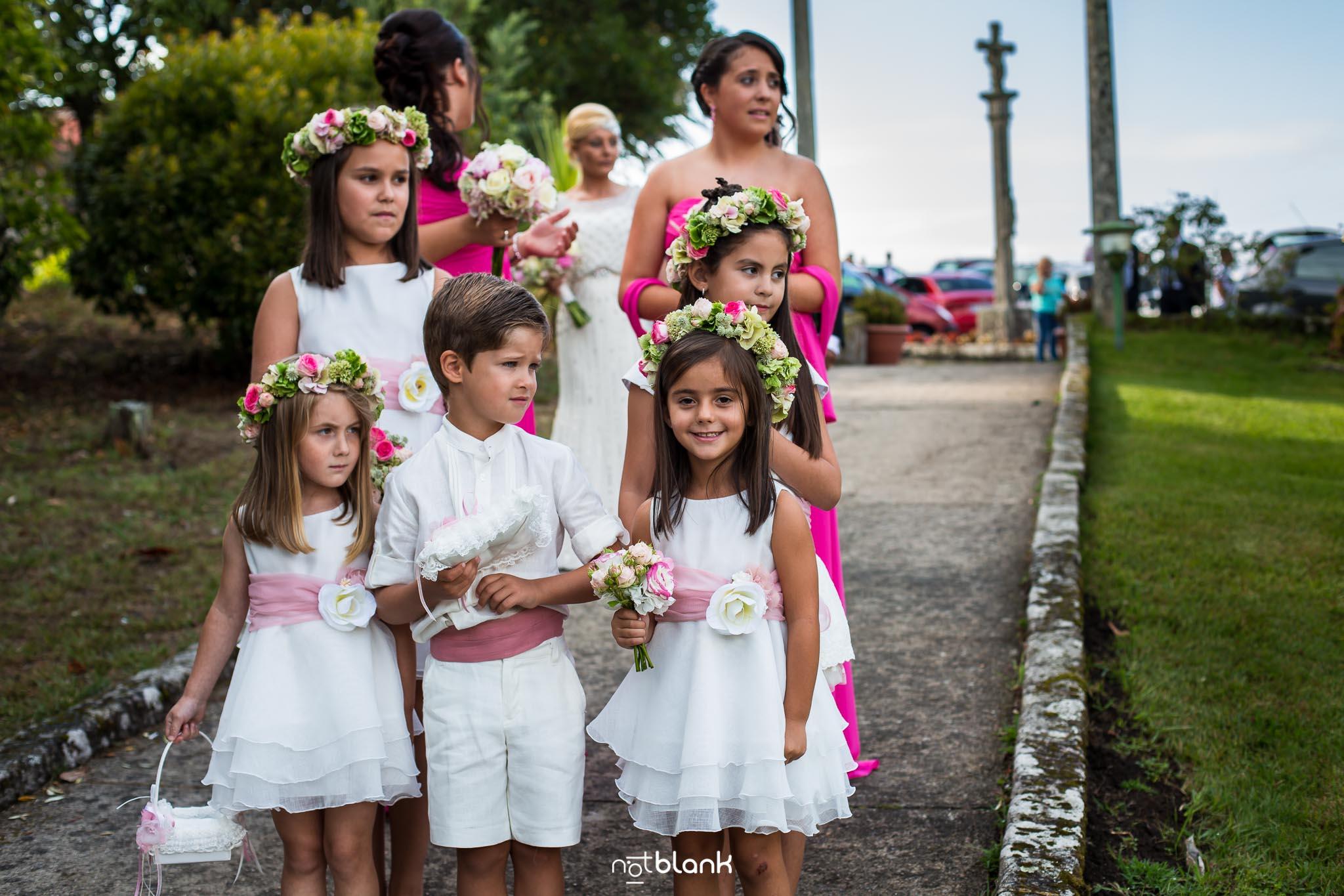 Boda Parador Baiona-Bayona-Niñas-Flores-Niño-Fotógrafo de boda