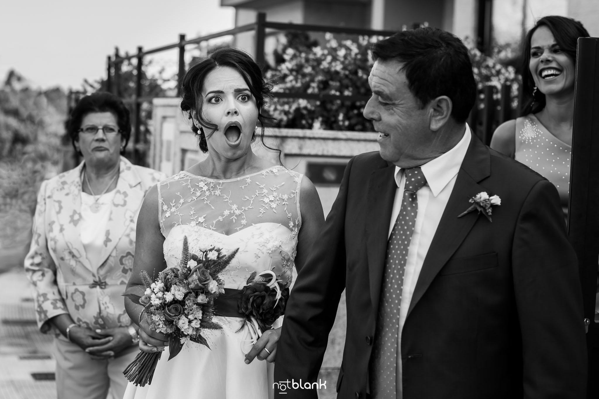 notblank-boda-Fotógrafo de boda-Tui-Novia-Miradas-Emoción-Padrino-Padre de la novia-Hermana