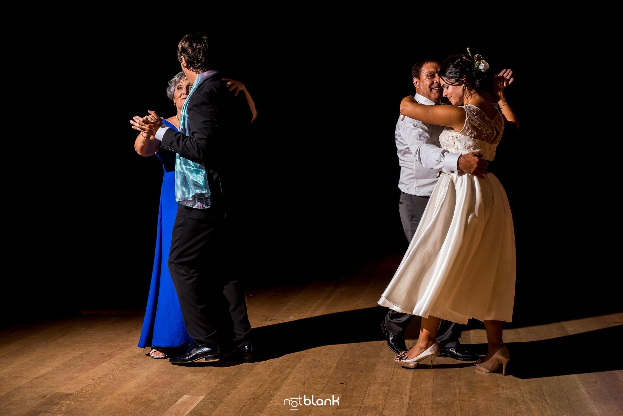 notblank-boda-Fotógrafo de boda-Mondariz-Balneario-Baile-Madrina-Padrino-Novio-Novia