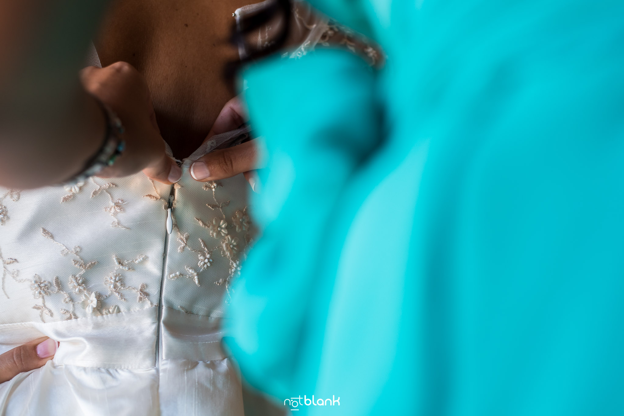 Preparativos-Tui-Novia-Fotógrafo de boda-Vestido-Hermana