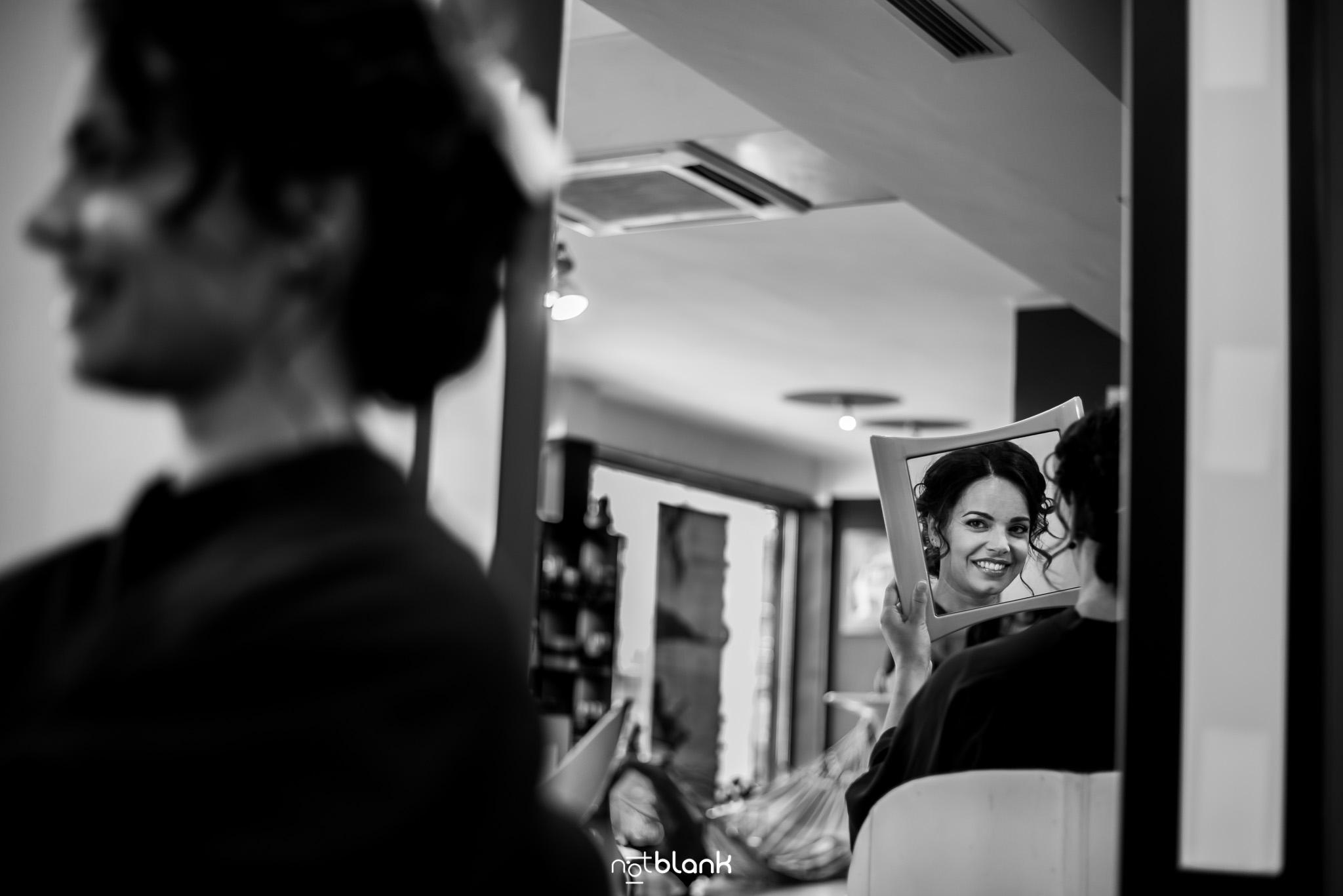 Preparativos-Tui-Novia-Fotógrafo de boda-Peluquería-Espejo