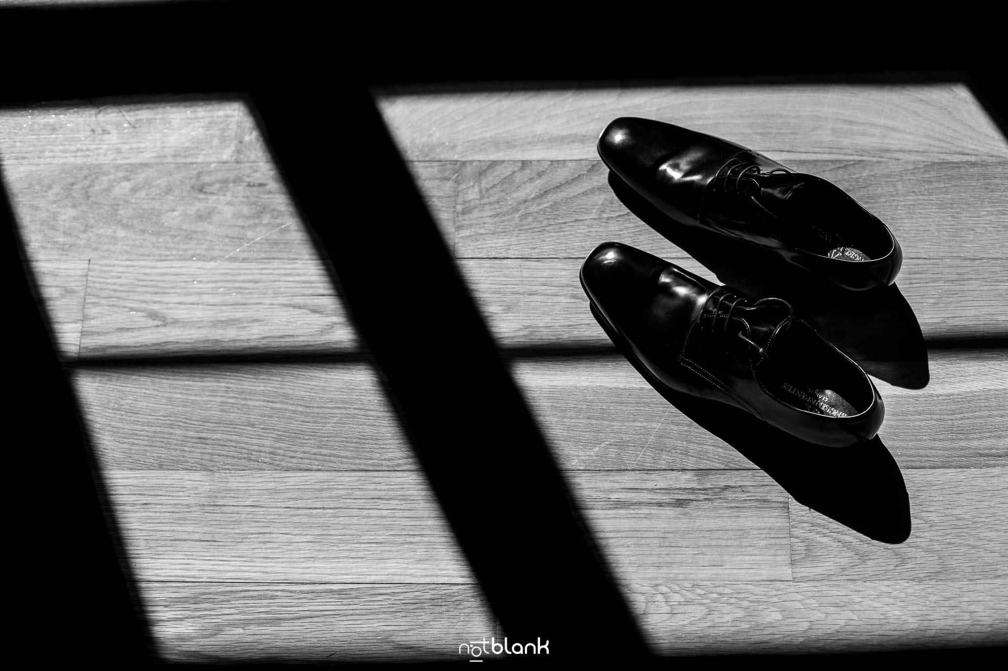 Boda-Mondariz-Balneario-Detalles-Zapatos-Novio-Fotógrafo de boda-Luz-Sombra