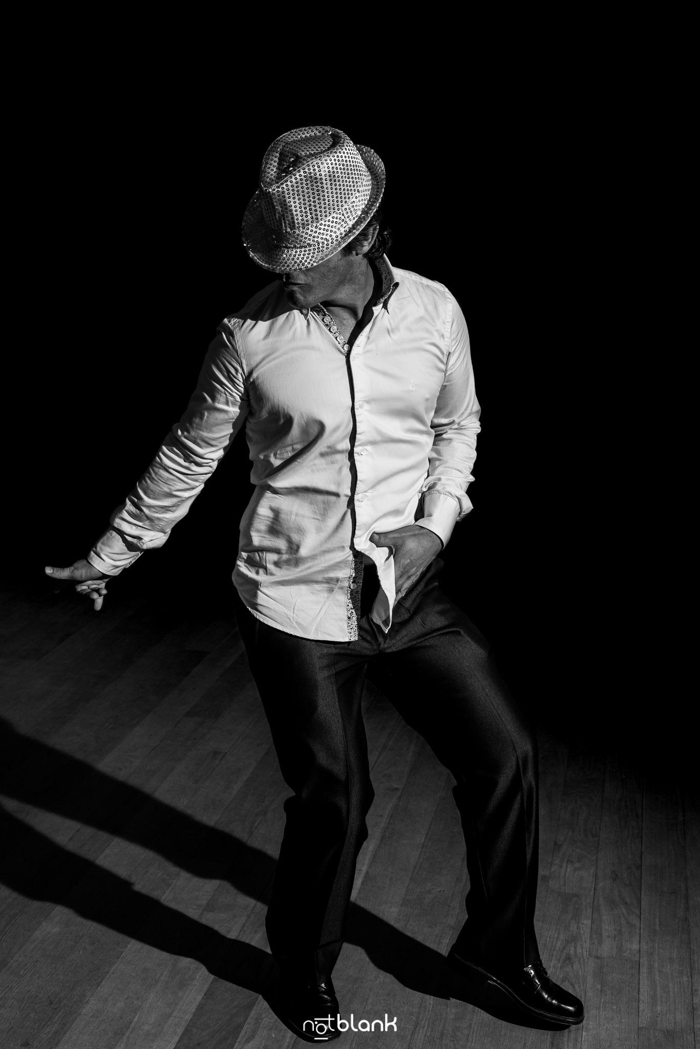 Notblank-Fiesta-Fotógrafo de boda-Amigo-Mondariz-Balneario-Baile-Michael Jackson-Moon Walking
