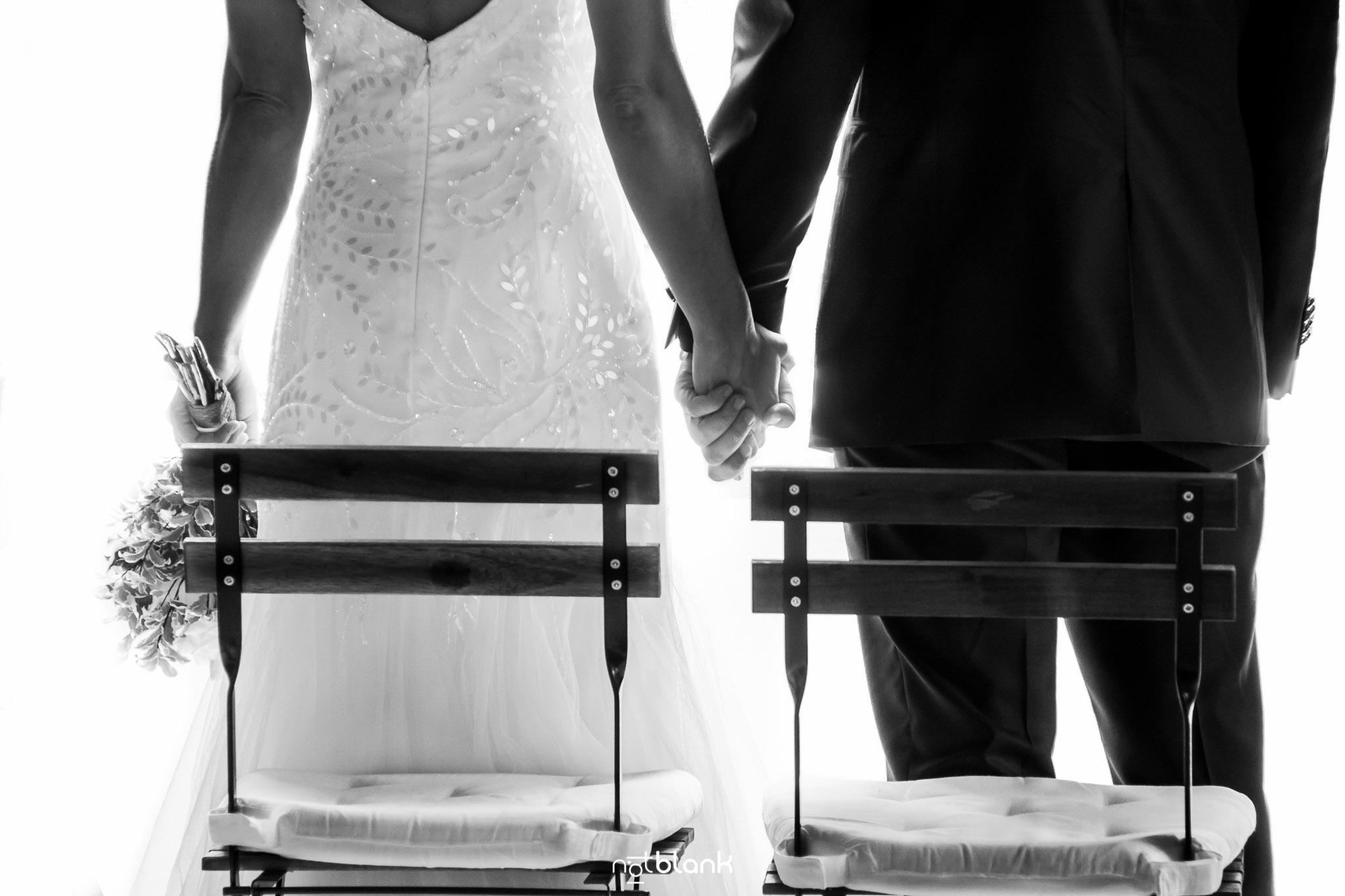 notblank-boda-Fotógrafo de boda-Pazo de Cea-Nigrán-Manos-Novios-Ramo-Vestido
