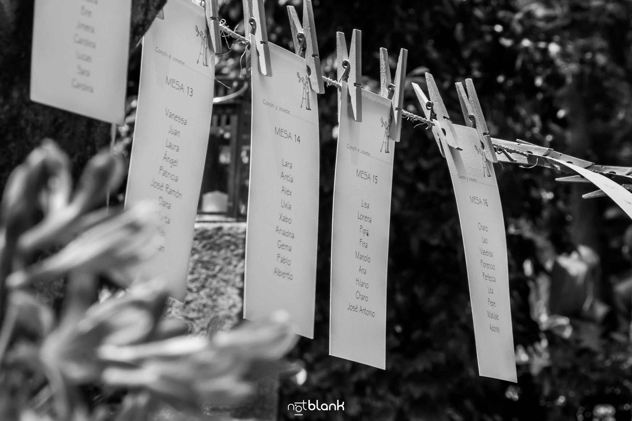 notblank-boda-Fotógrafo de boda-Pazo de Cea-Nigrán-Fiesta-Detalles-Planificación de mesa-Pinzas de madera