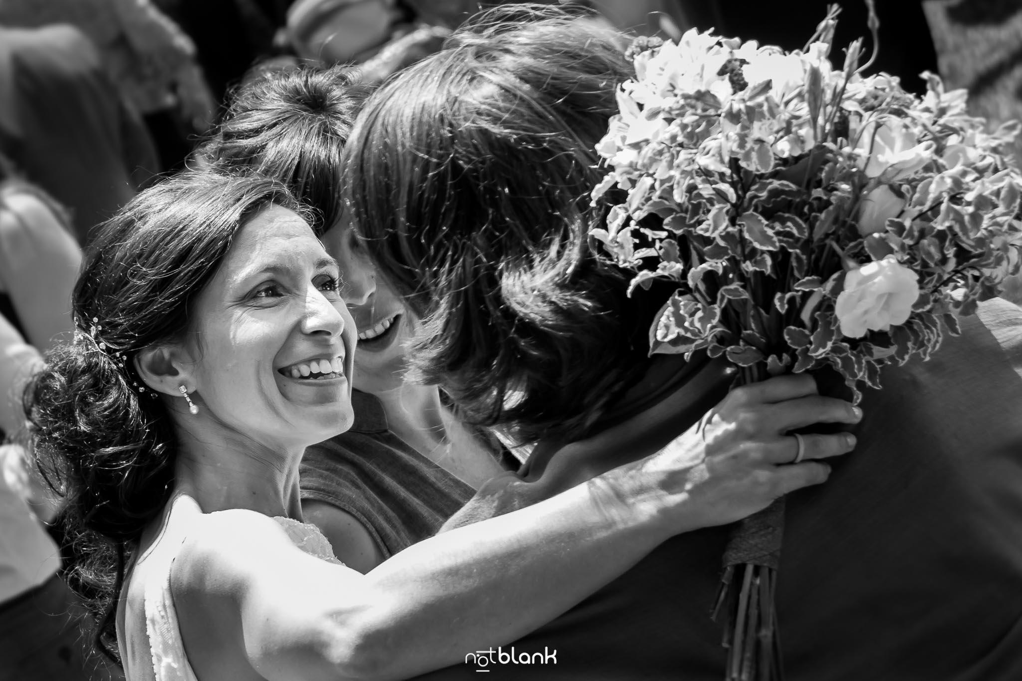 notblank-boda-Fotógrafo de boda-Pazo de Cea-Nigrán-Fiesta-Novia-Amigas-Sonrisa-Ramo-Flores