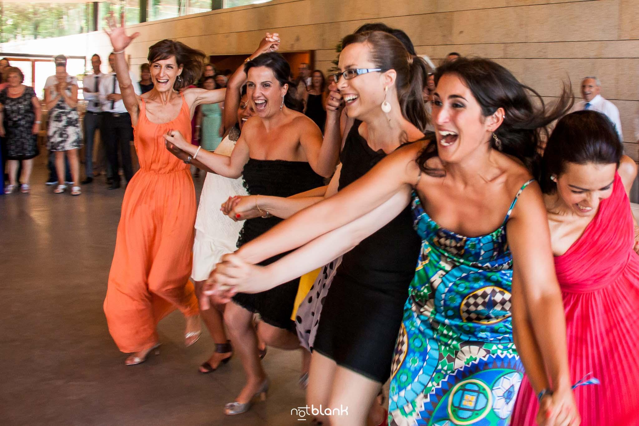 notblank-boda-Fotógrafo de boda-Pazo de Cea-Nigrán-Fiesta-Amigas