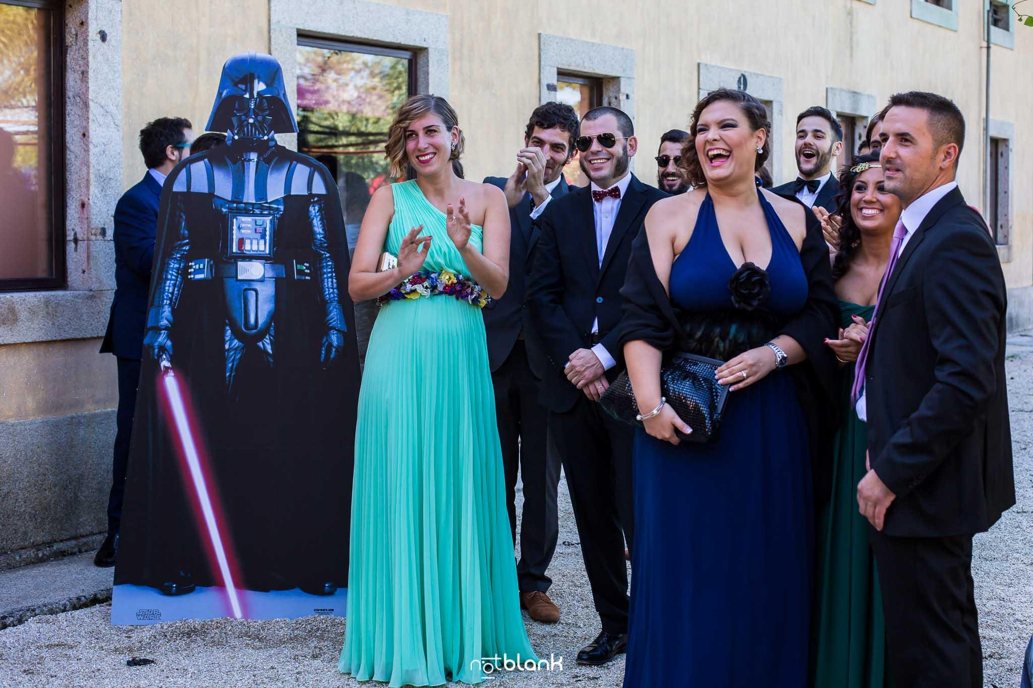 Notblank-Boda Tematica-Star Wars-Malaposta-Portugal-Fotógrafo de boda-Darth Vader-Invitados-Emoción-Sonrisa