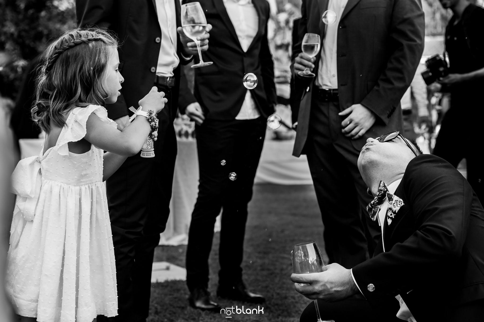 Notblank-Boda Tematica-Star Wars-Malaposta-Portugal-Fotógrafo de boda-Niña-Pompas de jabón