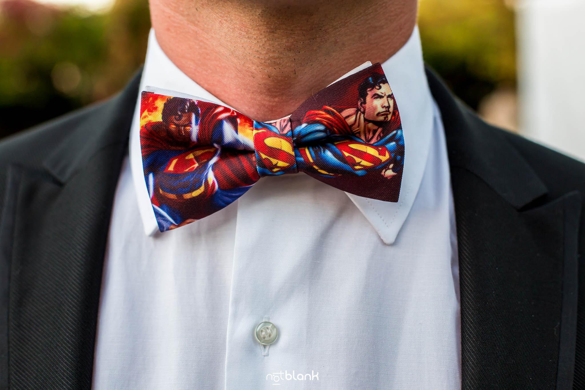 Notblank-Boda Tematica-Star Wars-Malaposta-Portugal-Fotógrafo de boda-Invitado-Pajarita-Detalle-Superman-Super héroe