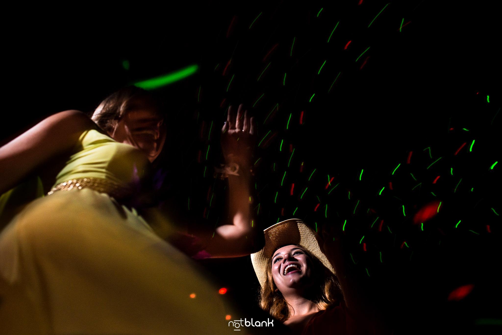 notblank-boda-Fotógrafo de boda-Malaposta-Portugal-Fiesta-Boda Temática-Baile-Amigas