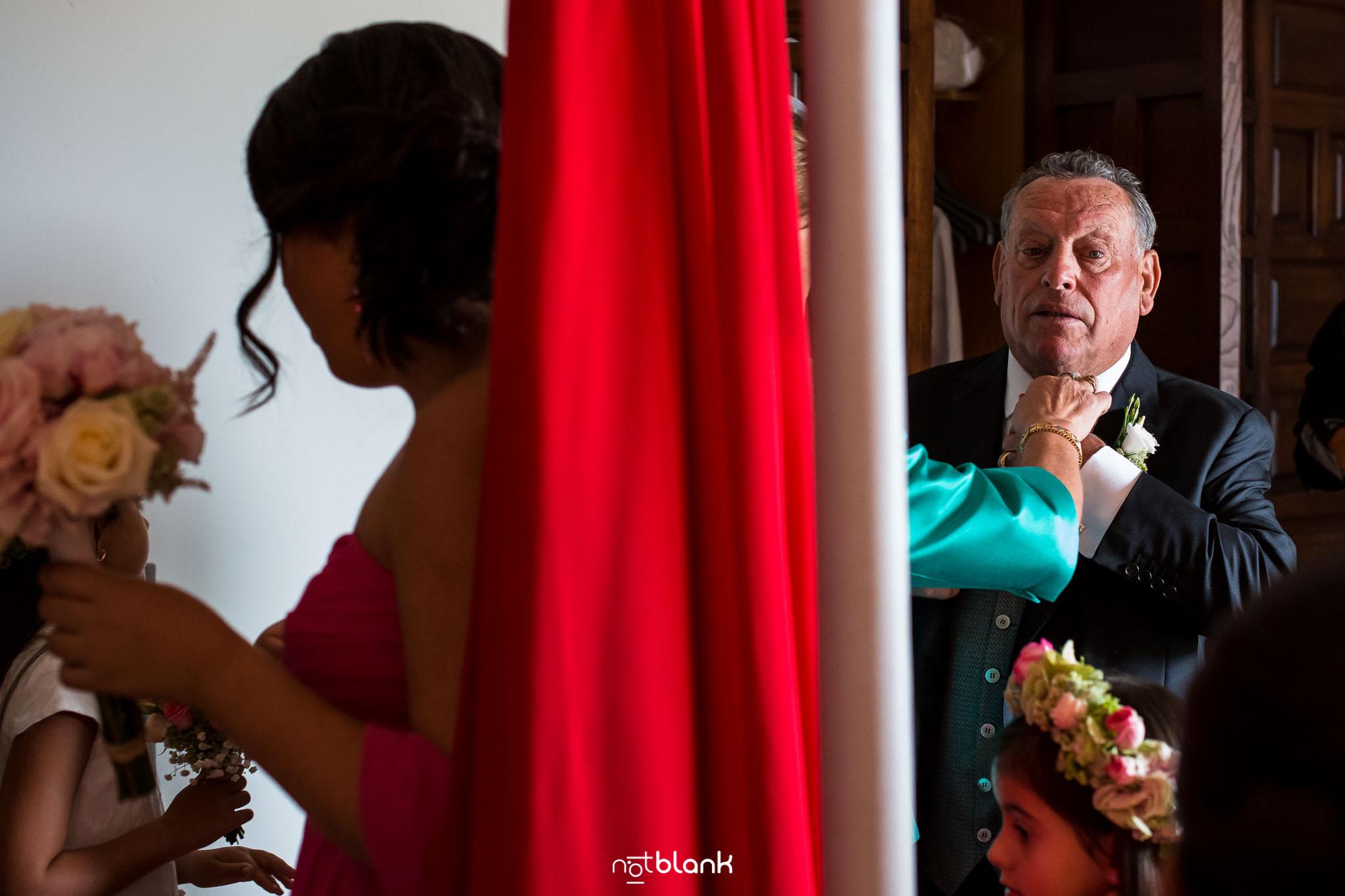 Boda Parador Baiona-Bayona-Fotógrafo de boda-Novia-Preparativos-Padre-Padrino-Niña-Flores