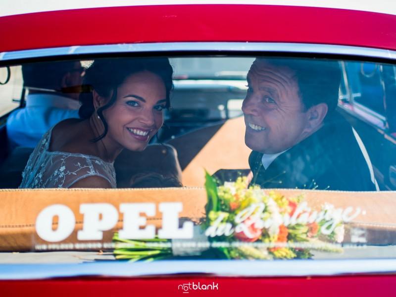Boda-Mondariz-Balneario-Novia-Padre-Coche-Clasico-Opel-Vintage-Fotógrafo de boda-Padrino