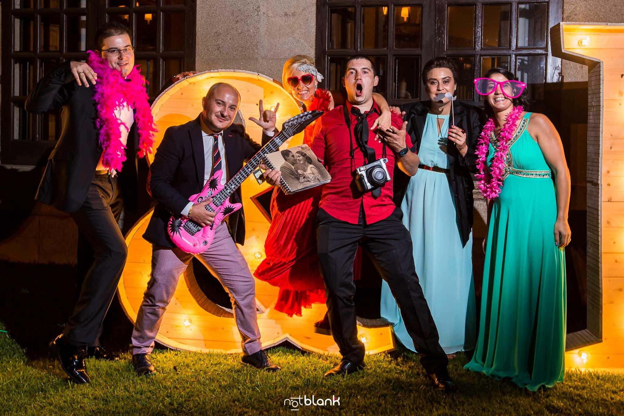 Photocall-Parador de Baiona-Parador de Bayona-Fiesta-Rock and Roll-R&R-Guitarra eléctrica-Fotografo de boda