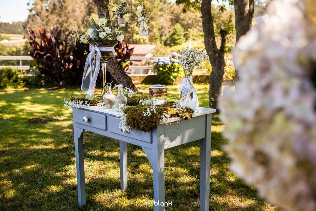 Boda en Quinta San Amaro en Meaño. Detalles de la decoración de la boda en el Jardín. Reportaje realizado por Notblank fotógrafos de boda en Cangas.