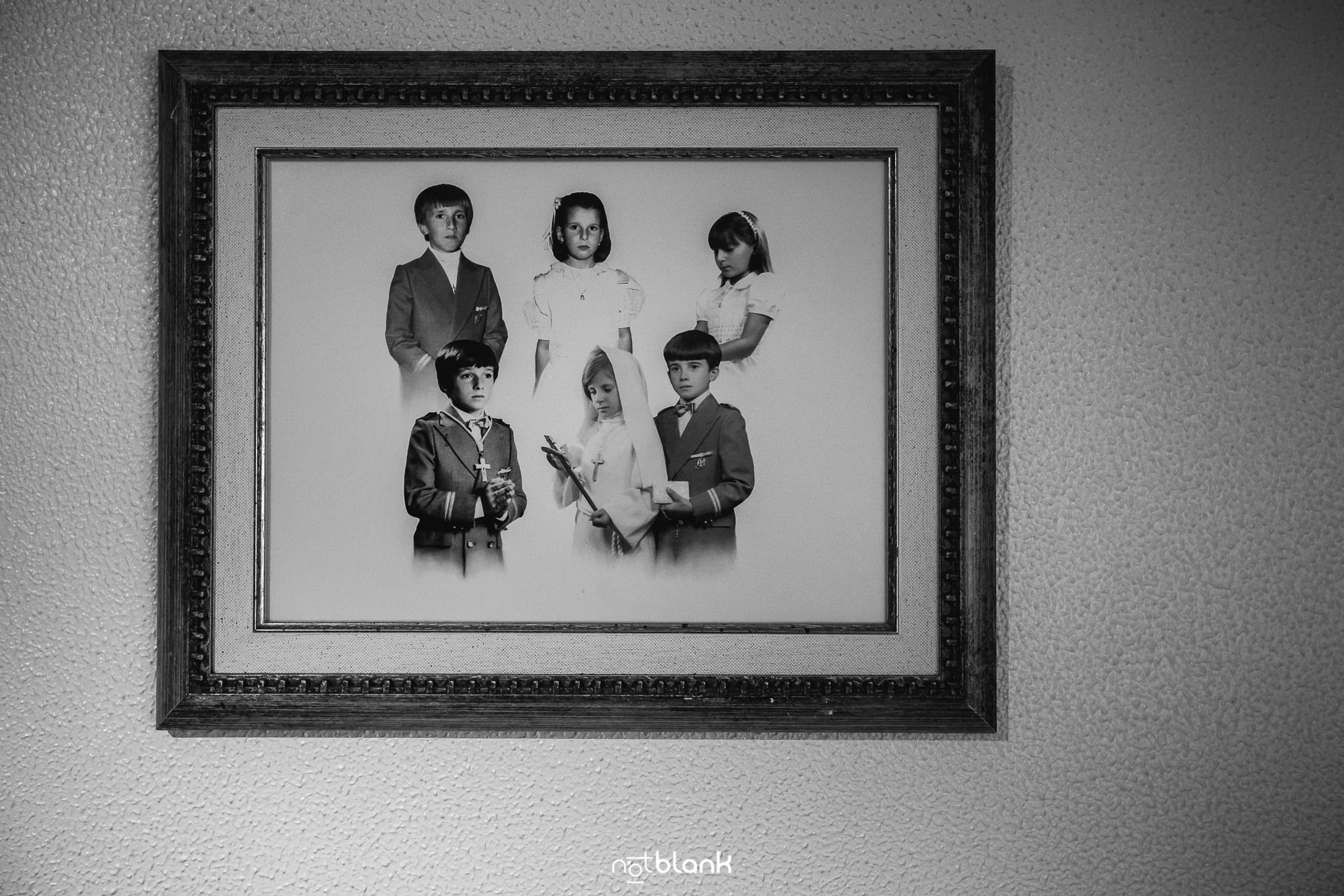 Boda-Maite-David-Foto-Comunion-Hermanos-En-Casa-Padres. Reportaje realizado por Notblank Fotografos de boda