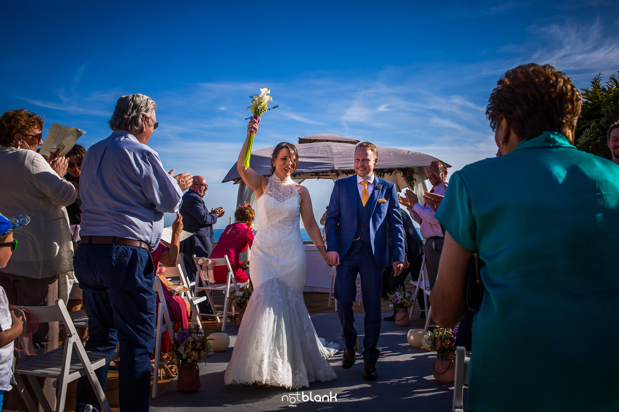 Boda-Maite-David-Pareja-De-Novios-Ceremonia-Civil-Talaso-Atlantico. Reportaje realizado por Notblank fotógrafos de boda