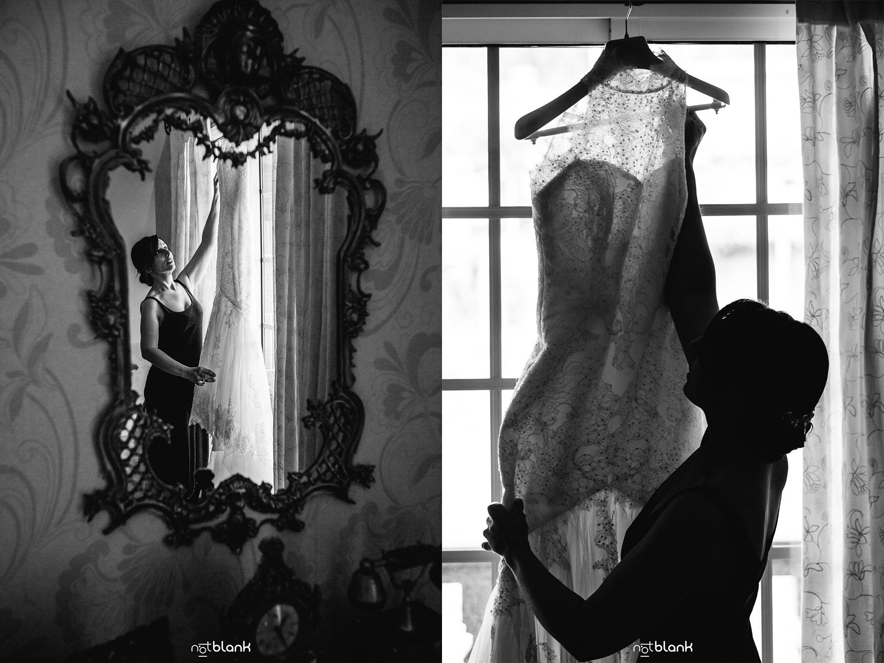 Boda-Maite-David-Preparativos-Novia-En-Casa-Cogiendo-Vestido-Novia. reportaje realizado por Notblank fotografos de boda.