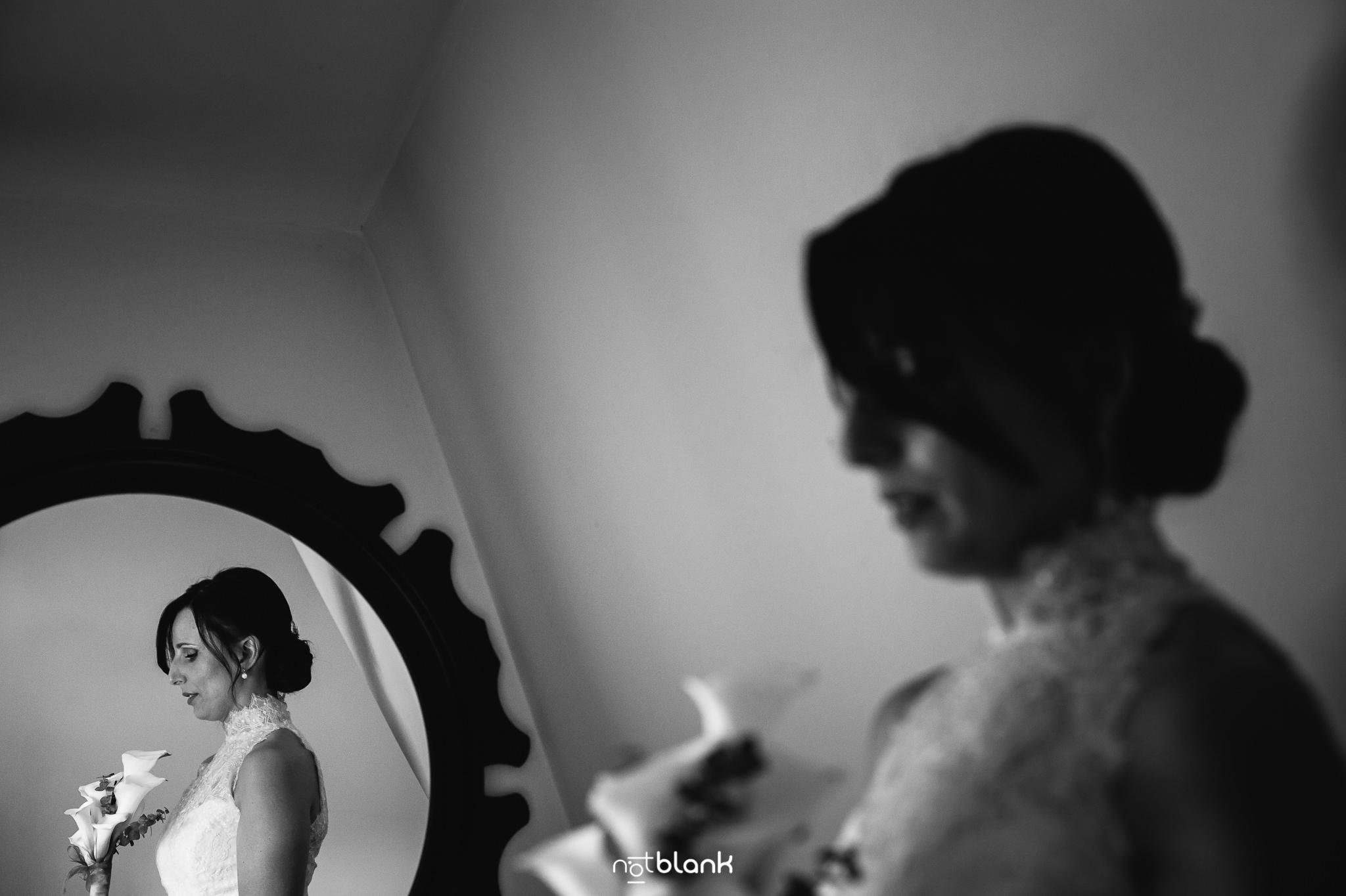 Boda-Maite-David-Preparativos-Novia-En-Casa-Retrato-Novia. Reportaje realizado por Notblank fotógrafos de boda