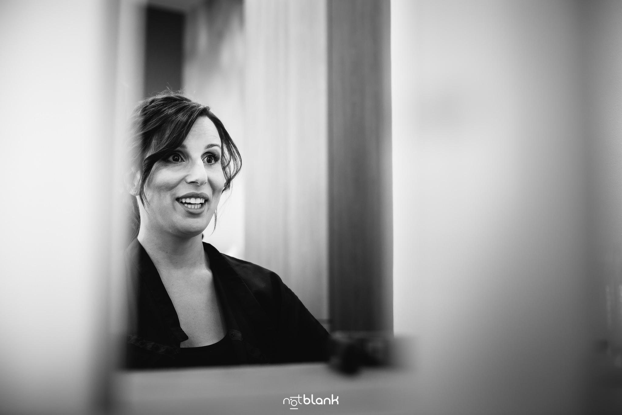 Boda-Maite-David-Preparativos-Novia-En-Peluqueria. Reportaje realizado por Notblank fotógrafos de boda