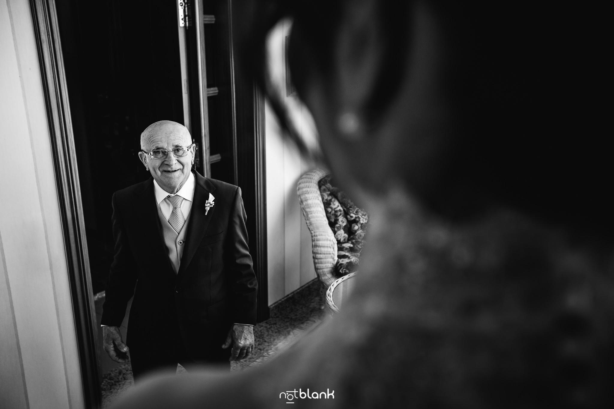 Boda-Maite-David-Primera-Mirada-Padre-A-Hija-Vestida-De-Novia. Reportaje realizado por Notblank fotógrafos de boda