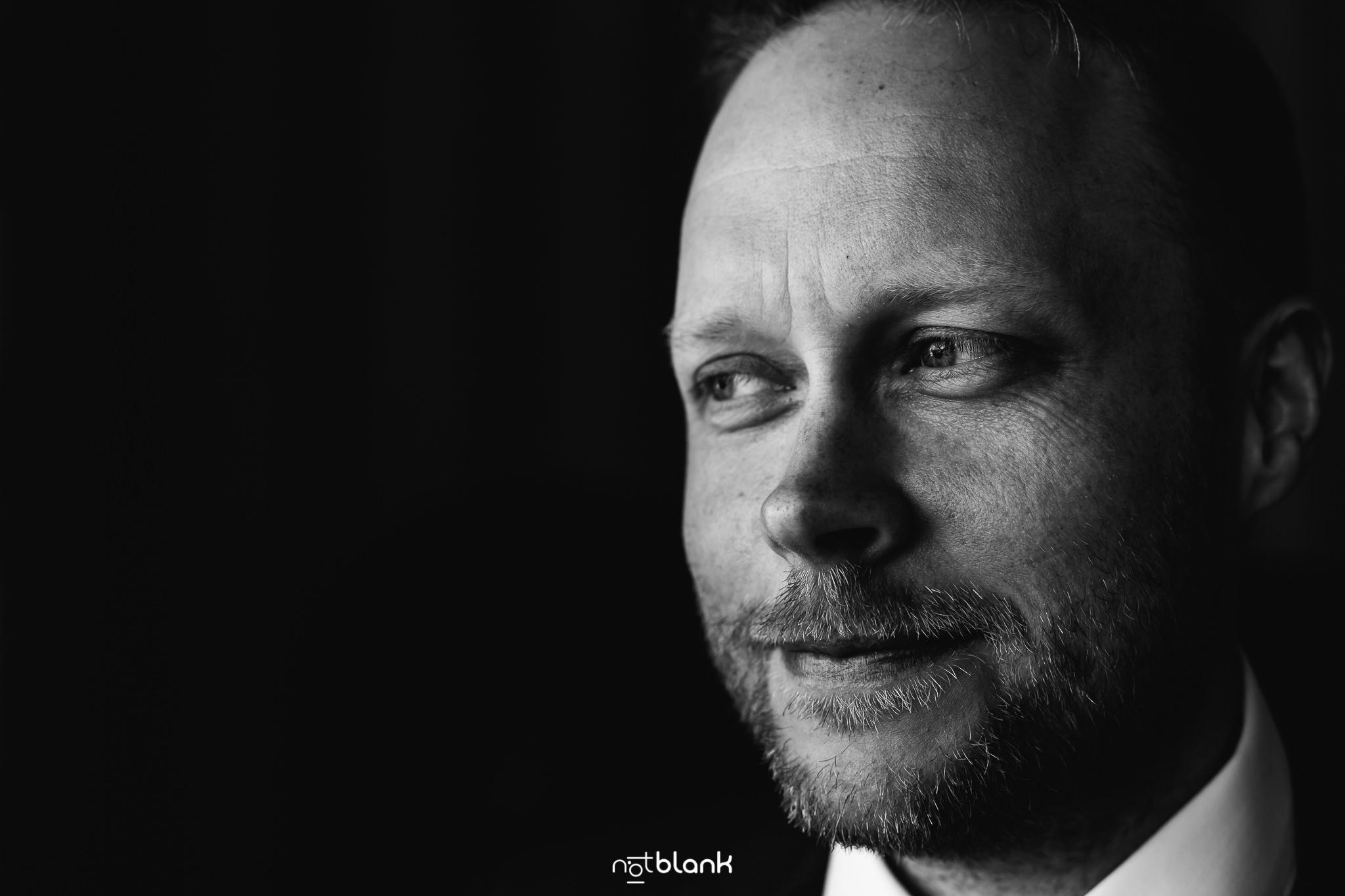 Boda-Maite-David-Retrato-Novio. Reportaje realizado por Notblank fotógrafos de boda
