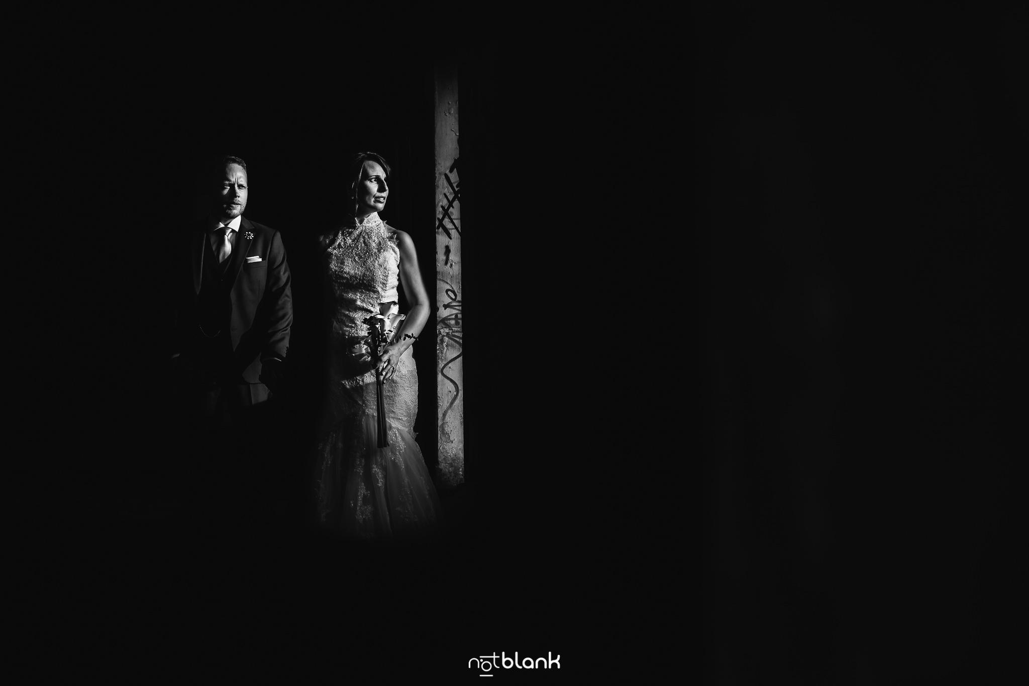 Boda-Maite-David-Retrato-Novios-En-Cabo-Silleiro. Reportaje realizado por Notblank fotógrafos de boda