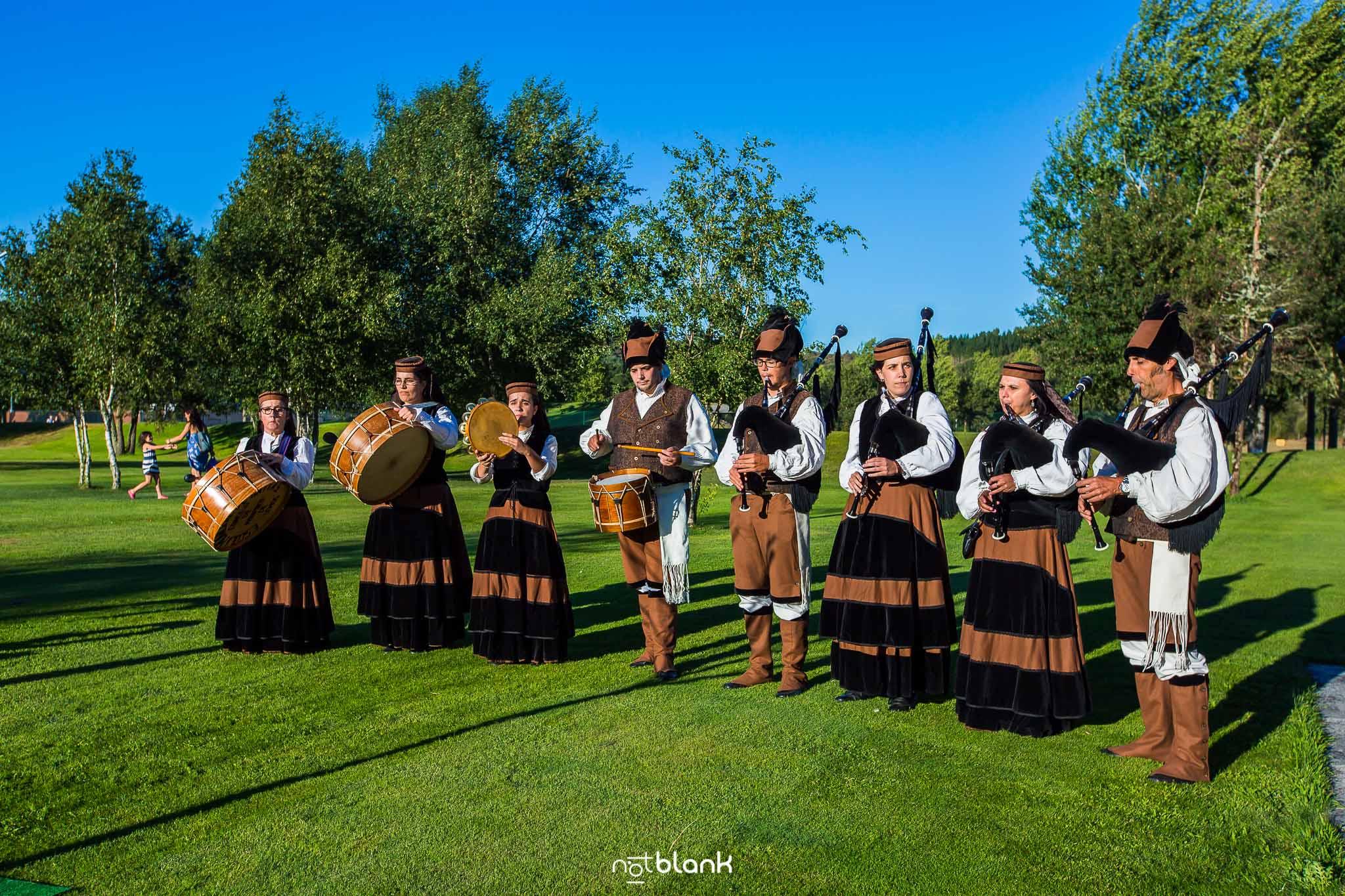 Boda en el Monasterio de Samos Lugo - Banquete Hotel Oca Aguas Santas Balneario Golf Resort - Notblank Fotógrafos De Boda Galicia