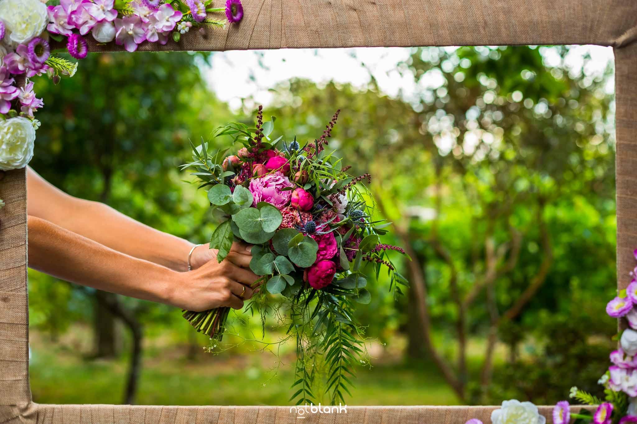 Boda En El Jardin De Casa Jana y Fran - El ramo de la novia - Notblank Fotografos de boda