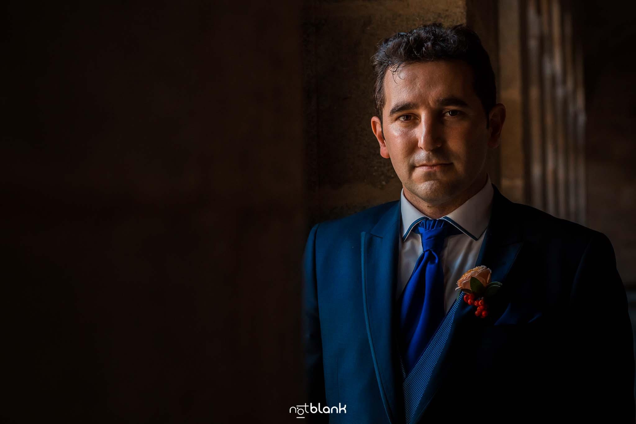 Retrato del novio en la boda en Orense