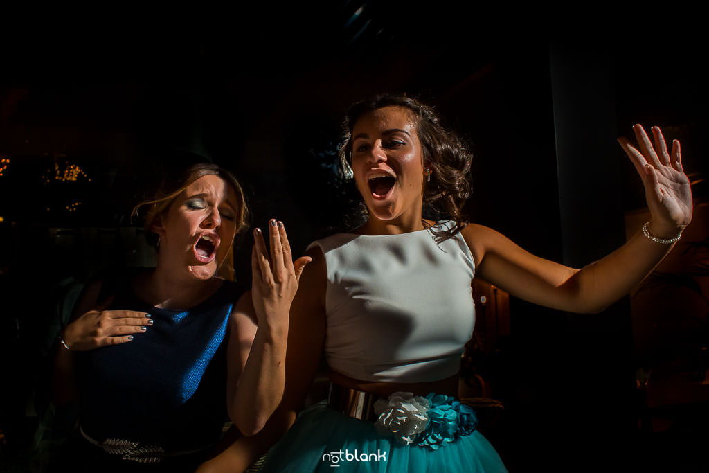 Elegir El Dj De Tu Boda | Niñas Bailando Feliz En Pazo A Golpelleira